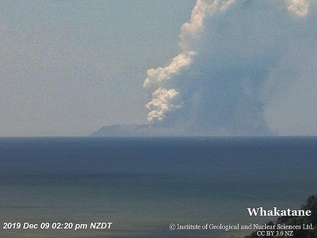 White_Island_9_December_2019_eruption